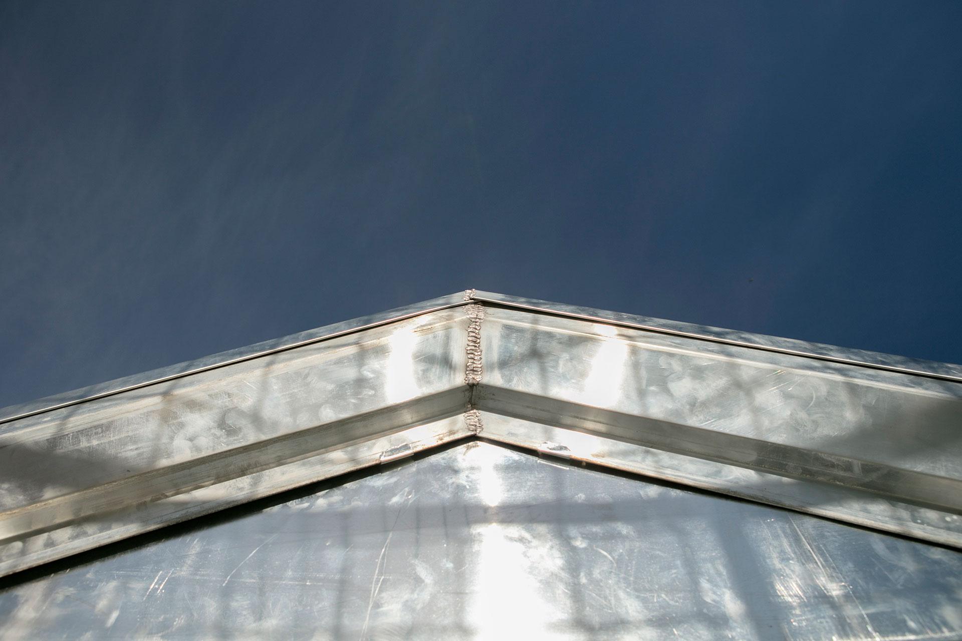 nez de toiture en zinc
